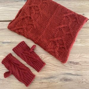 ❤️ 3/$20 | infinity scarf and fingerless mitts set